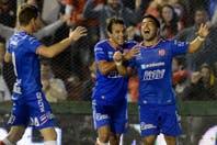 Unión goleó 4 a 0 a un golpeado Argentinos que no detiene su caída libre