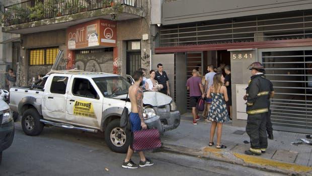 Una camioneta se incrustó en un edificio en Palermo y provocó una fuga de gas