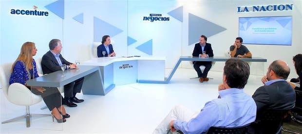 Silvia Tenazinha (Almundo.com), Sergio Kaufman (Accenture), José Del Rio (LA NACIÓN), Sean Summers (Mercado Libre) y Carlos Pérez (BBDO)