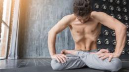 Normalmente los músculos del recto abdominal, verticales y largos, están pegados