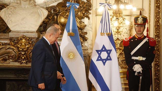 En su primer día en Buenos Aires, la visita de Netanyahu estuvo ayer marcada por los homenajes a las víctimas de los atentados a la embajada de Israel (1992) y a la AMIA (1994)