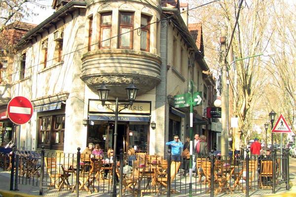 La fachada de Café de París. Foto: Romina Salusso