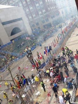 Las explosiones se produjeron en la línea de llegada. Foto: @univision