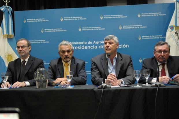 Buryaile se refirió a la reapertura de Europa en el marco de la presentación de una vacuna aviar del INTA y un laboratorio privado