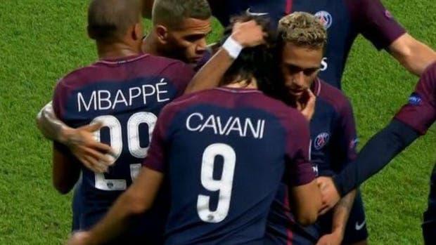 Neymar y Cavani olvidan sus diferencias y golean al Bayern Munich