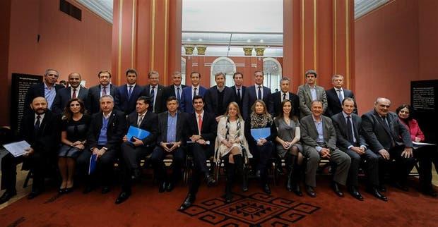 La Casa Rosada logró otra foto con los gobernadores; estuvieron ausentes Das Neves, Lifschitz y Larreta, pero fueron sus vices; La Pampa, la única sin representación