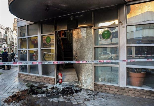 Fue destrozado el ingreso del Círculo de Suboficiales de Gendarmería
