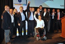 Macri y sus candidatos, ayer en Córdoba, mientras negociaban con De Narváez
