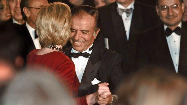 Carlos Menem bailó tango con Hillary Clinton en la Casa Blanca