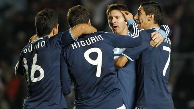 Ante Chile Messi, Higuaín, Agüero y Di María jugarán juntos