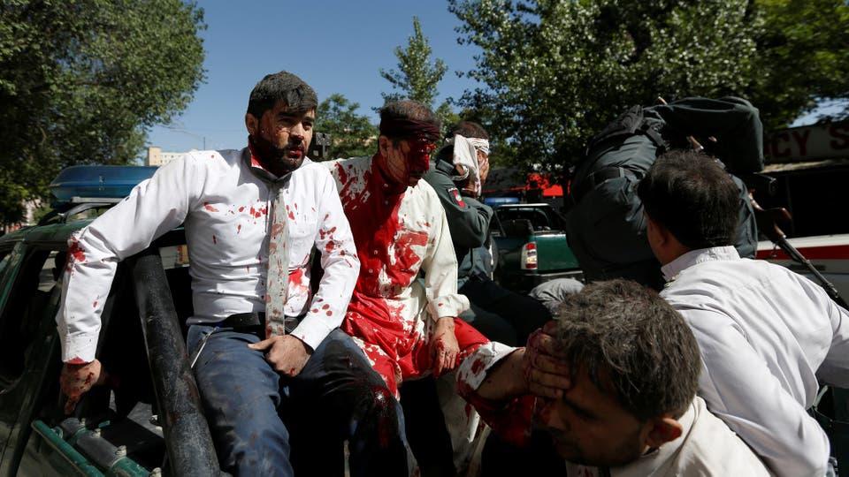 Los heridos llegan al hospital de Kabul. Foto: Reuters
