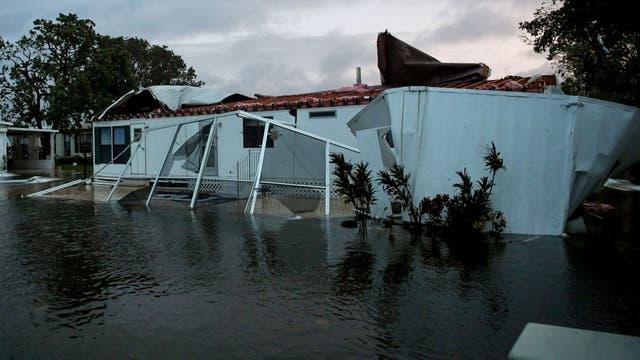 Los peligrosos vientos de Irma causaron voladuras de techos, y grandes inundaciones
