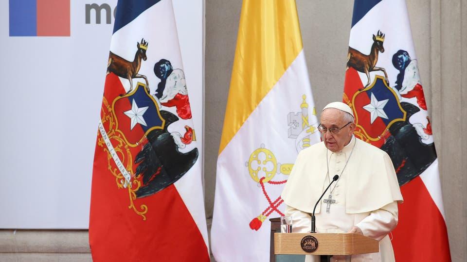 Papa insta a dar trato más justo a inmigrantes en Chile