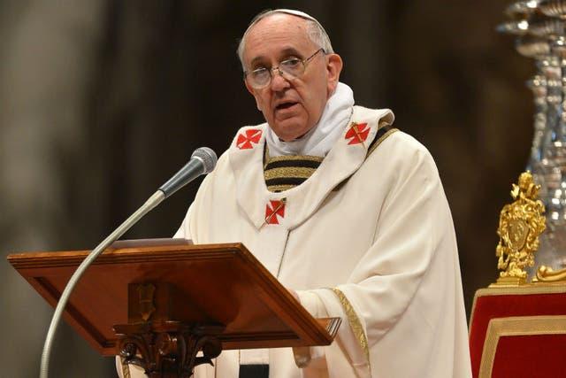 Al buen sacerdote se lo reconoce por cómo anda ungido su pueblo, expresó Francisco en la misa crismal