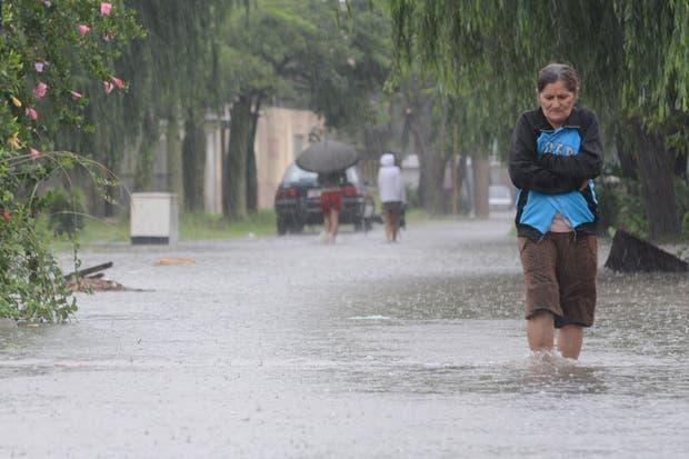 Inundación de viviendas, desborde de pozos sépticos y contaminación de napas freáticas: en Santa Fe están preocupados por la salud de los inundados