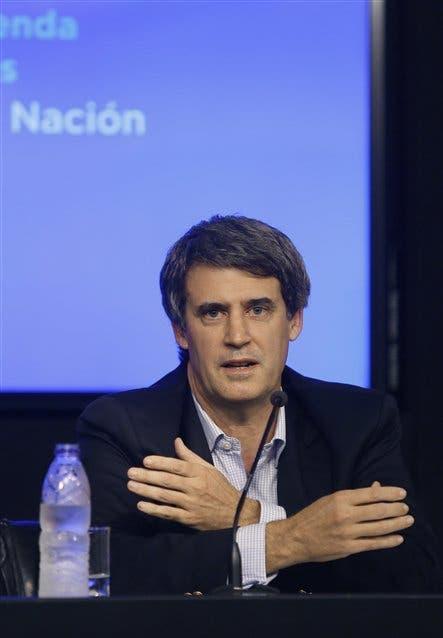 Alfonso Prat-Gay, al anunciar ayer los resultados de la emisión