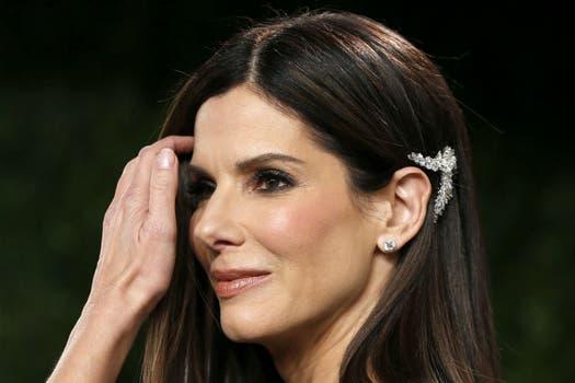 A Sandra Bullock le empieza a costar ocultar sus 48 años. Foto: AP