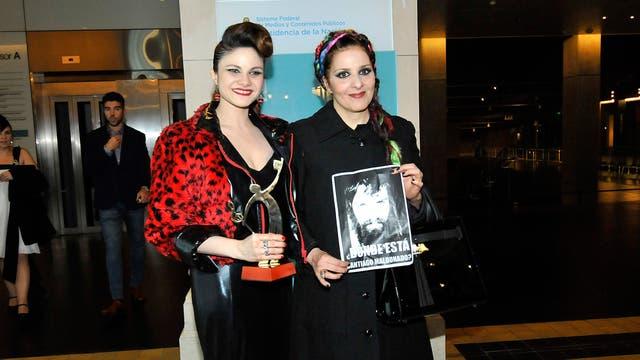 Karina K con un cartel por Santiago Maldonado