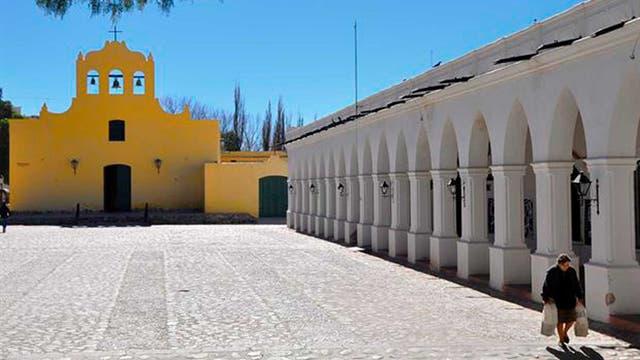 Bien colonial: la iglesia de Cachi, parte del recorrido por los Valles Calchaquíes en Salta