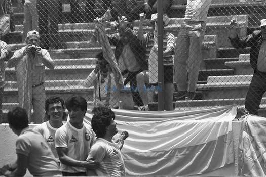 El festejo del gol de Maradona. Foto: LA NACION / Antonio Montano