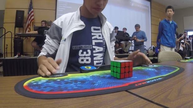 Ponce tras finalizar el cubo de Rubik en 4,69 segundos