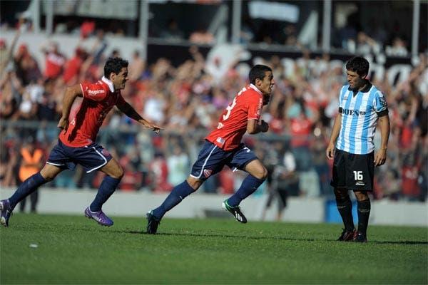Independiente le ganó a Racing 2 a 0 y salió de zona de descenso.  Foto:Télam