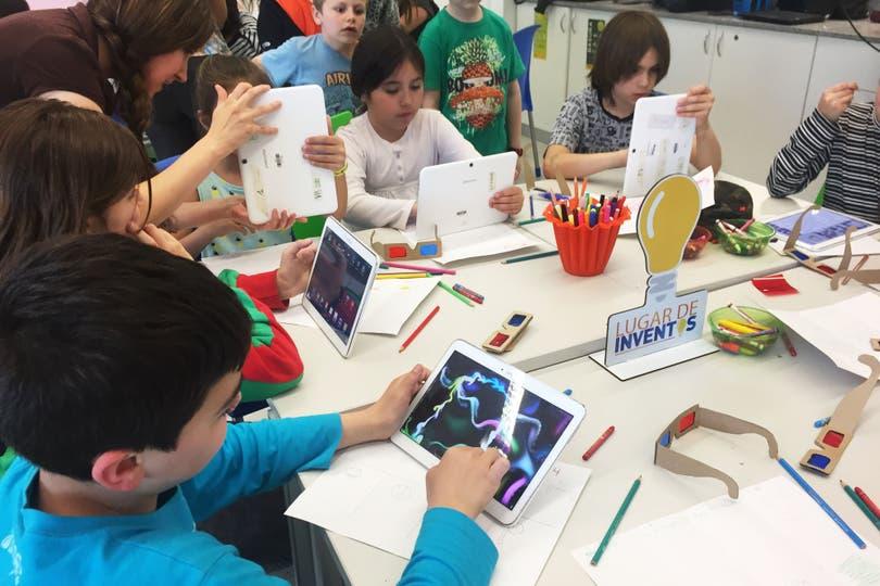 Con el foco puesto en la creatividad, diversas instituciones ofrecen talleres de robótica o de programación de videojuegos para chicos