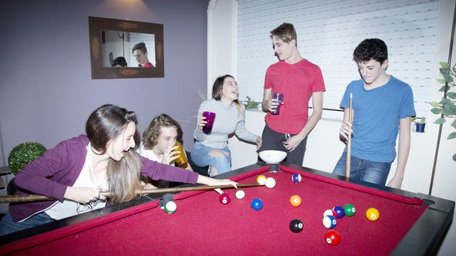 Noche de pool, sin nada de alcohol, en lo de Juan Ignacio Geiler, hijo de Verónica Kirpicsnik