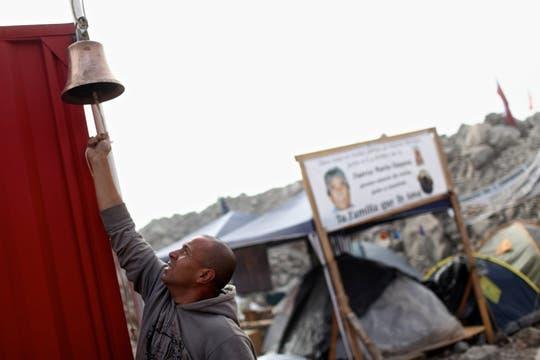 Las campanadas se oyeron durante 20 minutos al conocerse la noticia del rompimiento. Foto: LA NACION / Aníbal Greco