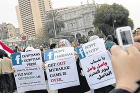El logo de Facebook en las protestas egipcias
