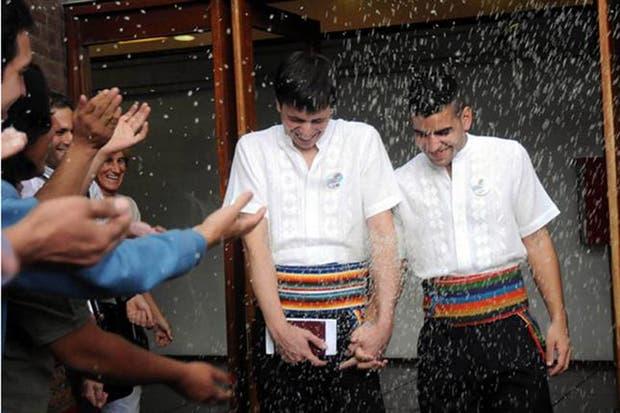 Los jóvenes paraguayos Simón Cazal y Sergio López, se convirtieron en la primera pareja homosexual extranjera que se casa en el país