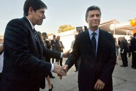 Abal Medina y Macri, incómodo saludo en la inauguración de la UTDT