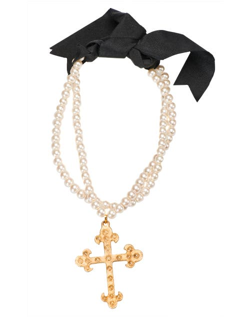 Perlas y cruz (Gabriela Capucci, $230).