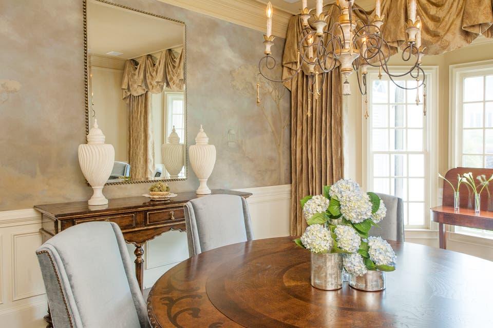 Clasicismo: los muebles de estilo, y el trompe l'oeil en las paredes aportan su cuota de elegancia y solemnidad.