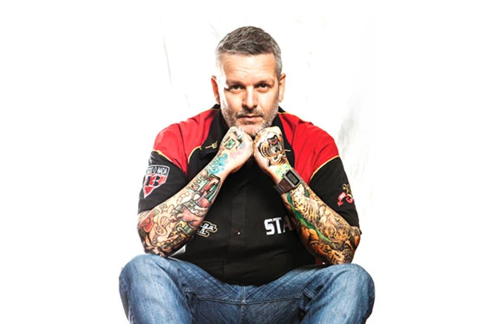 Empezó tatuando en un localcito de Lugano y en el baño del Mercado Central. Hoy cobra hasta 30 mil pesos por sus diseños. Lo eligen de Pablo Ruiz a Pablo Moyano.