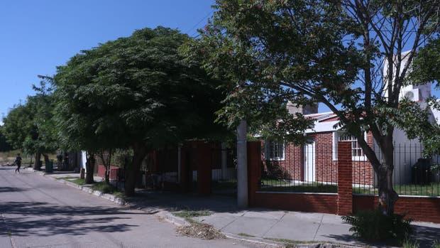 La casa donde vivian Diego Lorenzetti y Romina, y la esquina donde la asesinaron
