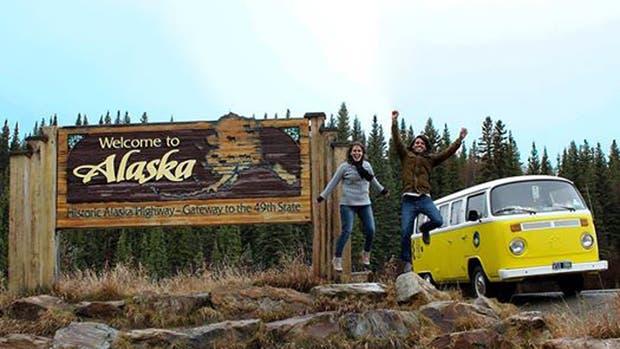 Erika y Paul cumplieron su sueño: están viajando en combi desde hace 3 años para llegar a Alaska y, finalmente, lo lograron