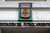 La gestión de la AFA sigue enredada en la telaraña de las operaciones políticas