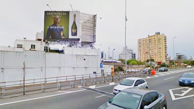 Polémica por la prohibición de publicidades de vino en la ciudad