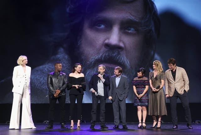 Episodio VII: Mark Harnill con parte del elenco de Star Wars, Los últimos Jedi