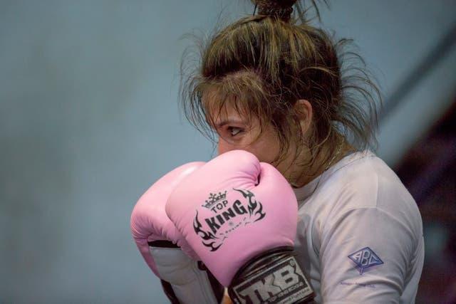 Con padre ausente e infancia humilde, su vida parece una clásica película de boxeo