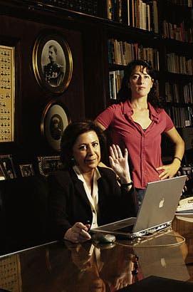 DE LA SERIE KIOSCO. Rosana Schoijett junto a María Julia Alsogaray, en 2005
