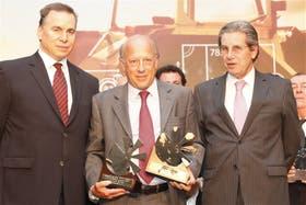 Diego Mac Dougall, director de la Unidad de Negocio Diario y Revistas de LA NACION; José Macera, de Desdelsur, y Daniel Llambías, gerente general de Banco Galicia
