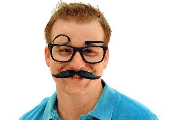 Para los que usan anteojos, un modelo divertido y original. Foto: http://www.bloglovin.com