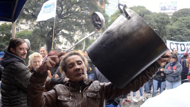 Los manifestantes cortaron la avenida a la altura del Ministerio de Desarrollo Social