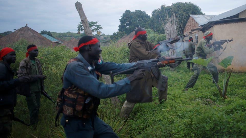 Rebeldes durante un asalto a los soldados del Ejército de Liberación del Pueblo de Sudán (SPLA) en la ciudad de Kaya, en la frontera con Uganda, Sudán del Sur,