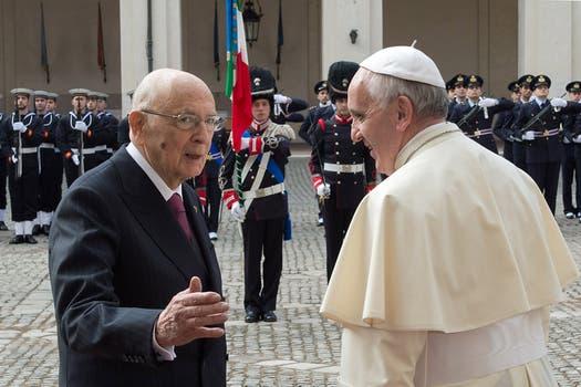 El papa Francisco junto al presidente de Italia,  Giorgio Napolitano. Foto: AFP