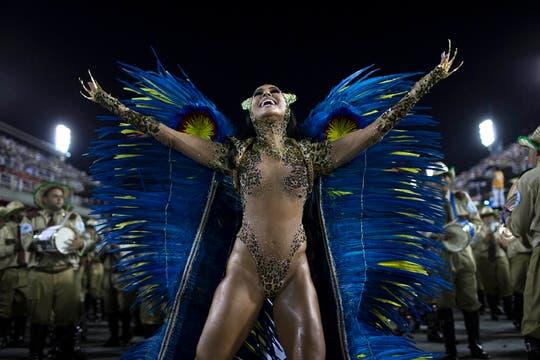 El espectáculo anual enfrenta a las 12 mejores escuelas de samba. Foto: AP