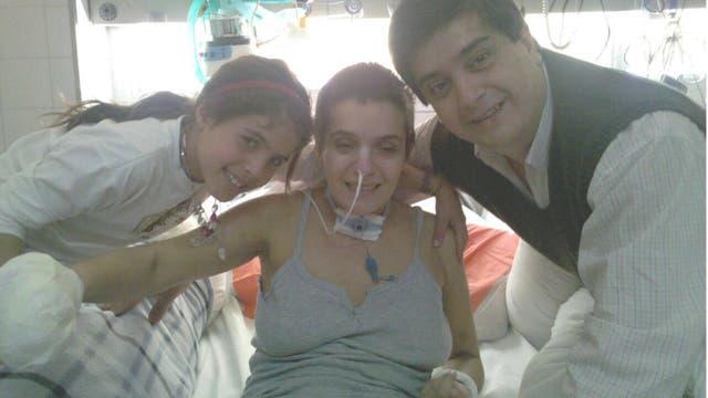 Con su hija y su hermano José, en el hospital Castro Rendón de Neuquén