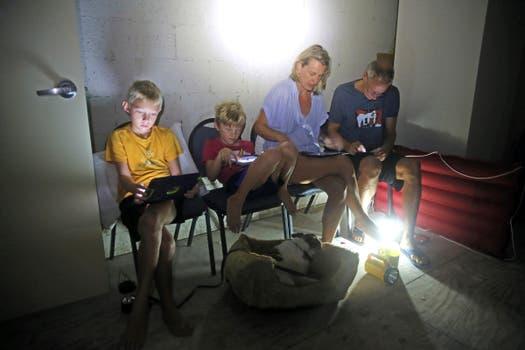 La familia Blinckman, sin luz en Key West, Florida. Foto: AP